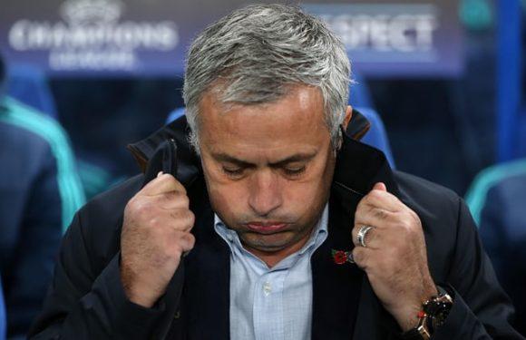 José Mourinho saqueando: Michael Emenalo ocupa o centro das atenções e continua distraindo jogadores